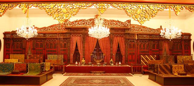 foto museum batik danar hadi solo