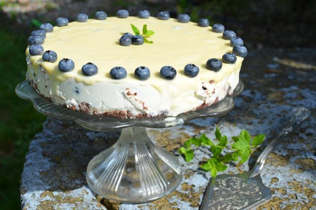 sernik%2Bz%2Bbor%25C3%25B3wkami Sernik na zimno z borówkami i polewą z białej czekolady