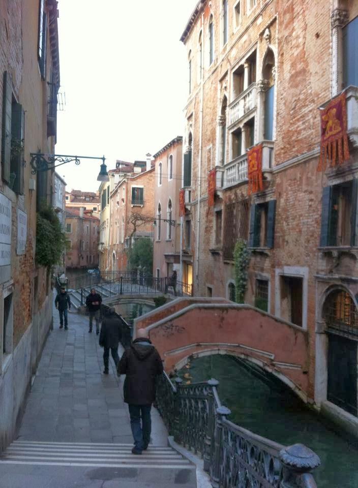 vicolo canale - Guia em português em Veneza