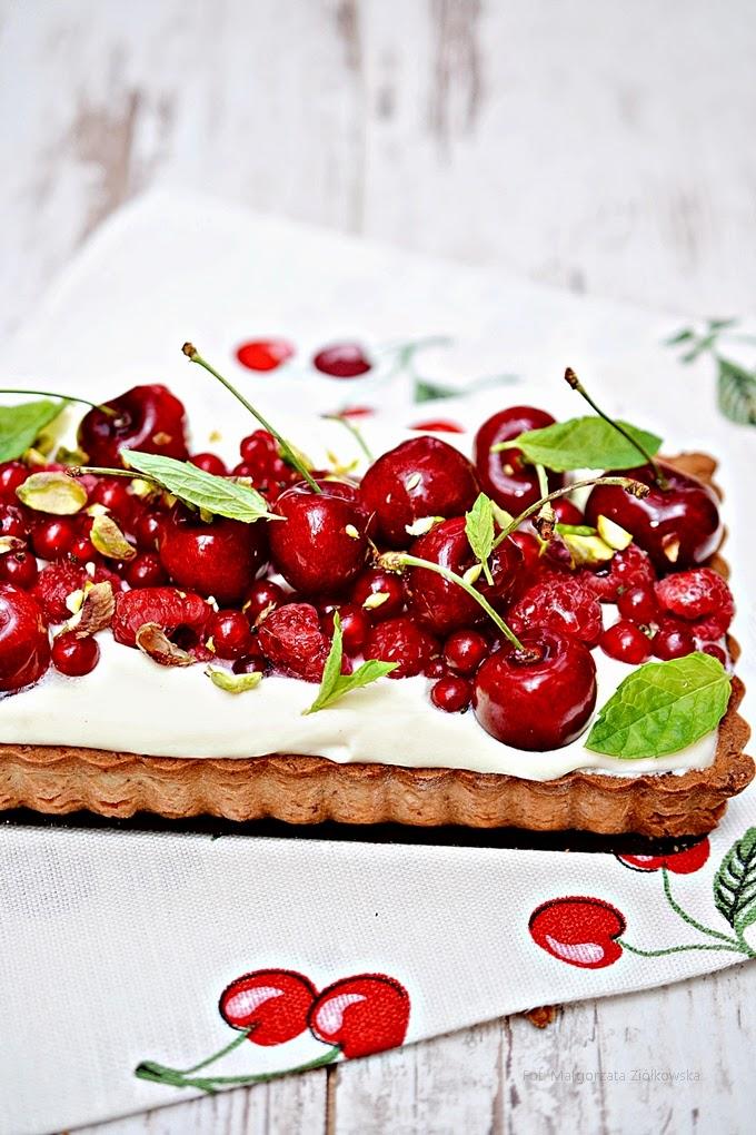 Sezonowe owoce i tarta z kremem z białej czekolady!