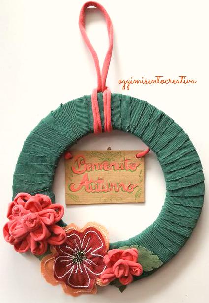 Riutilizzare vecchie magliette in cotone per realizzare una decorativa ghirlanda per dare il benvenuto all'autunno