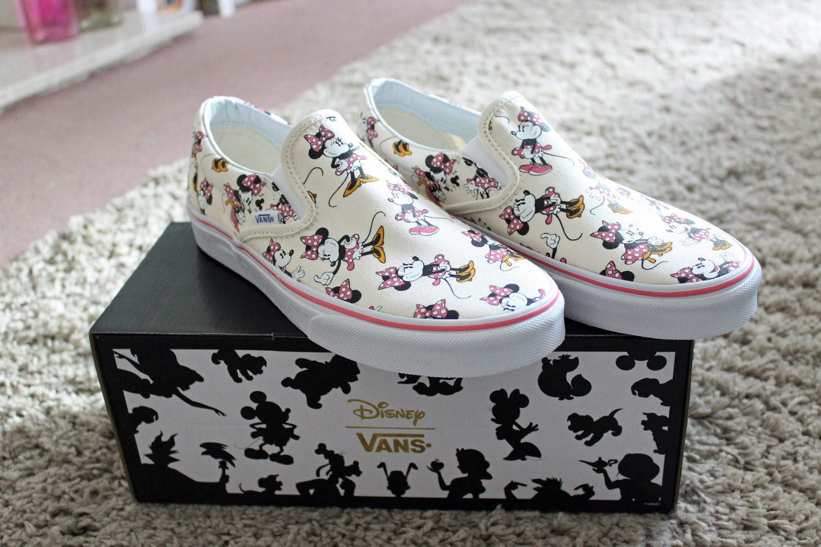 Disney Minnie Mouse Classic Slip On Vans  3108ae4f2