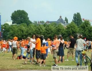 torcedores holandeses por Amsterdã