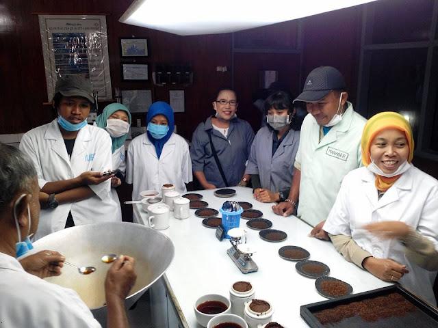 Ruang Uji Rasa di Pabrik Teh Sirah Kencong