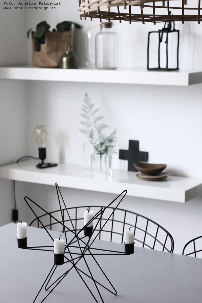 matsal, hylla, annelies design, inredning, webbutik, webbutiker, webshop, ljusstake, madam stoltz, svart och vitt, svartvit, svartvita, svartvitt, matsal, matsalen,