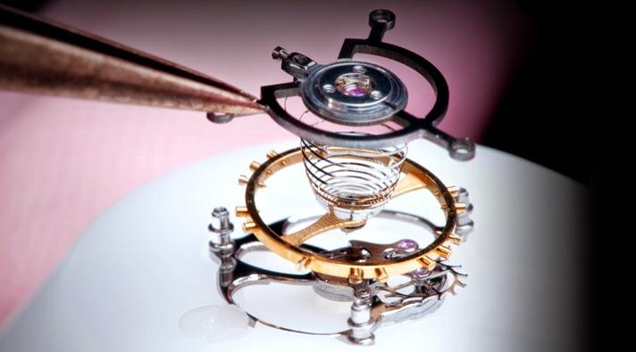 Louis Moinet debajo del reloj22