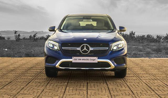 Phần đầu xe Mercedes GLC 300 4MATIC Coupe 2017 được thiết kế trẻ trung với Cụm lưới tản nhiệt 1 nan