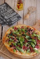 Pizza de higos con queso azul y jamón ibérico