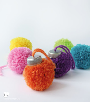 http://pysselbolaget.se/en/2015/12/11/make-pom-pom-ornaments-for-christmas/#more-6441