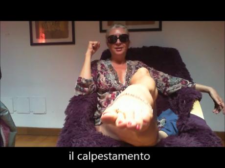 Gilda Pedone alias Divina Pelosa parla del calpestamento degli schiavi
