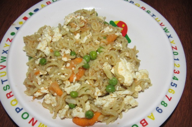 Noodles cooked with eggs and vegetables