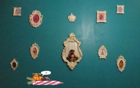 Arranjo de quadros na parede