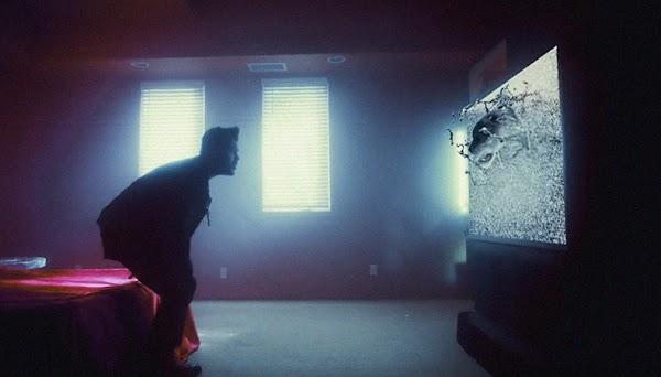 """""""Party Monster"""": simbolos religiosos e muita psicodelia referenciam o novo clipe do The Weeknd!"""
