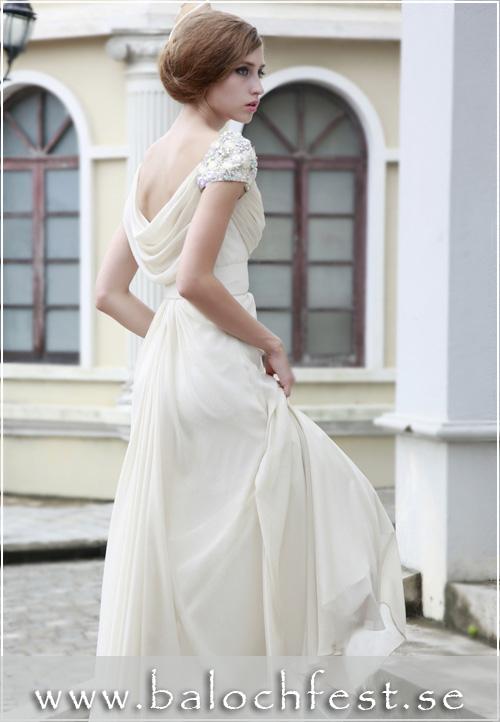 d454aa2d9ff5 Underbar balklänning för dig som älskar den romantiska men eleganta stilen!