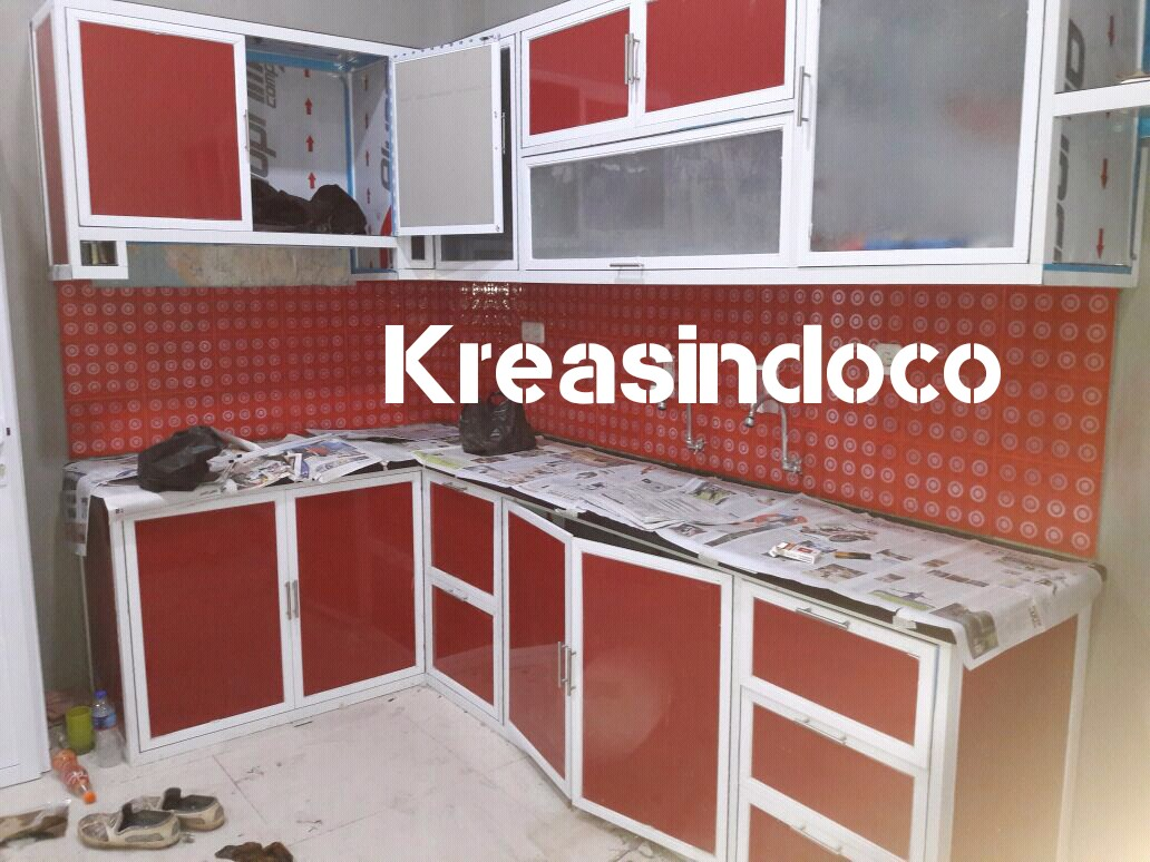 Kitchen set aluminium dan di bawah tutup tangga di for Kitchen set dibawah 5 juta