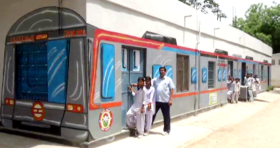 Students of Faridabad government school read the reading of the metro train journey