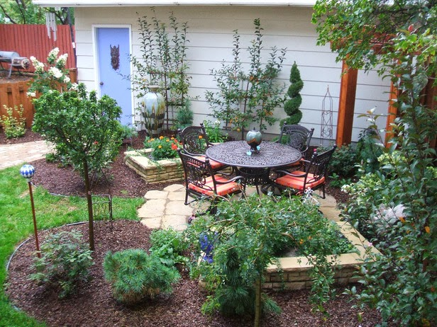 2 Backyard Patio Ideas for Small Backyards picture