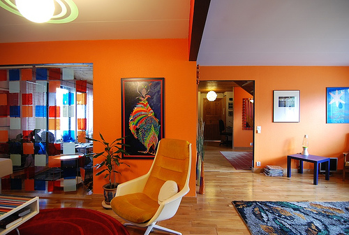 Modern house ideas of orange modern living room decoration - Modern family room design ideas ...