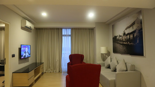 the straits hotel and suites melaka room
