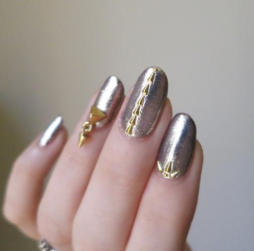 Diy chrome mirror powder nails nail art ideas chrome nail art using studs prinsesfo Images