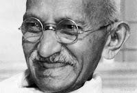 قصة حياة مهاتما غاندي - (سياسي بارز, وزعيم روحي للهند خلال حركة الاستقلال, ناشط حقوقي ثوري سلمي)