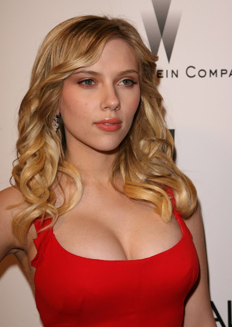 Scarlett johansson sexy boobs