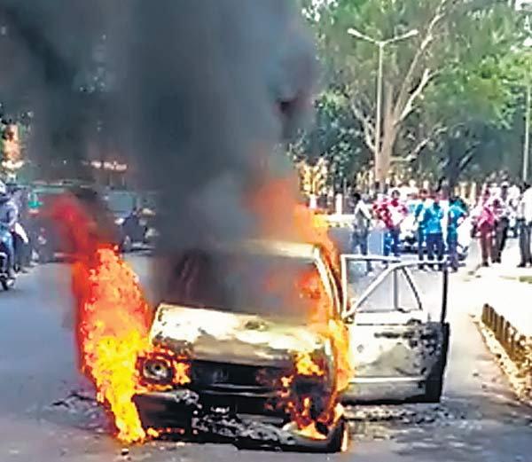 Car Burnt in Patna
