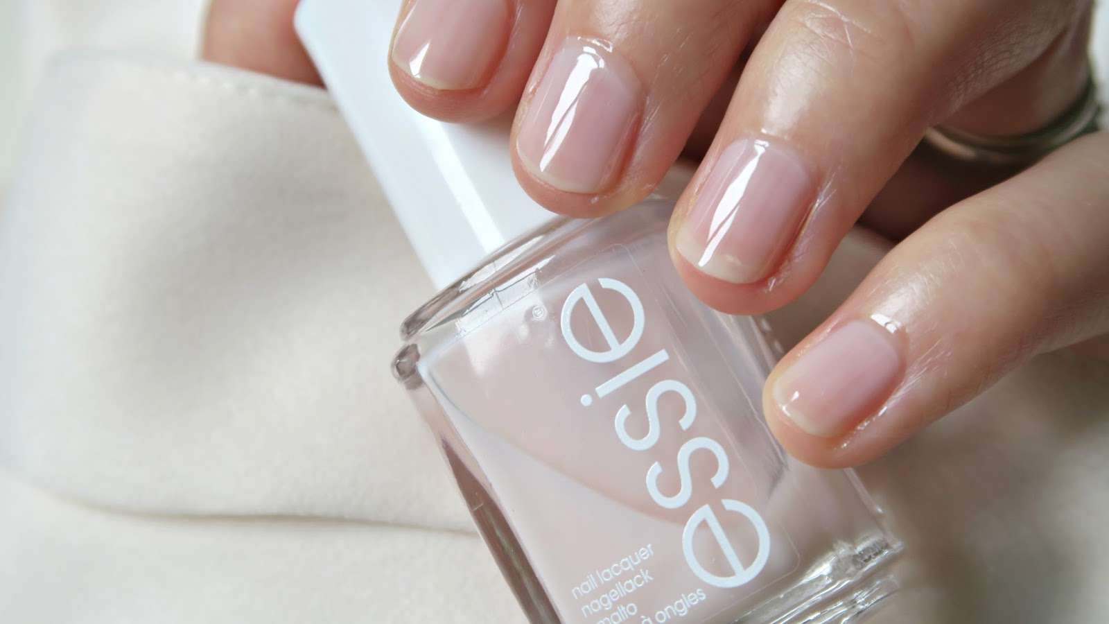 ESSIE vernis à ongles mademoiselle