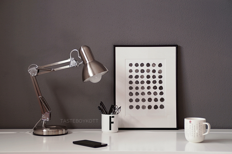 Scandinavian desk situation with a DIY print and dark grey wall