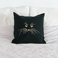 http://www.ohohdeco.com/2013/10/cat-pillow.html