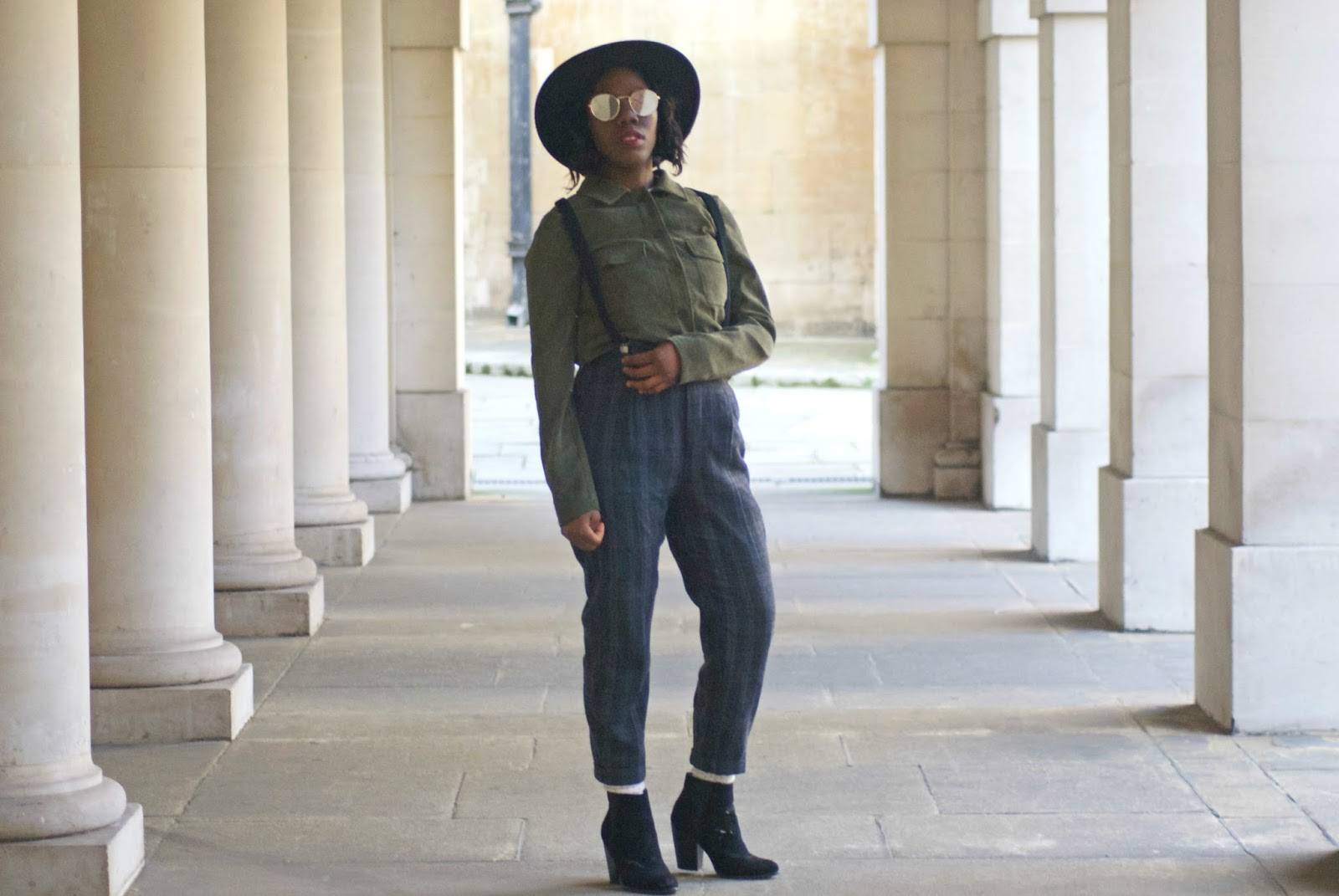 Blogger, Fashion Blogger, Zara plaid trousers, braces, suspenders, corduroy shirt, oversized woman shirt, boohoo oversized shirt, black fedora, asos aviators, temple church area,temple, uk blogger, new look black ankle boots