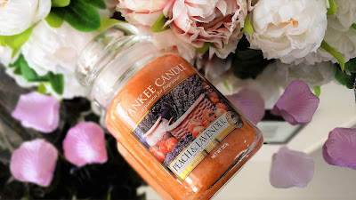 candle addict, bougie parfumée, candle lover, cire parfumée, wax melt, scented candle, webinfluencer, passion bougie, parfum, cocooning, home sweet home, homefragrance, parfum d'ambiance, blog déco, blog bougie, blog lifestyle, candle blog, revue bougie, candle review, bougie, candle, avis, avis bougie, fragrance, parfumer sa maison, huile essentielle, huile parfumée, déco cocooning, cozy home idea, acheter bougie, bath and body works, yankee candle, village candle, goose creek, glitter, pink, shabby chic, peach lavender, peche lavande