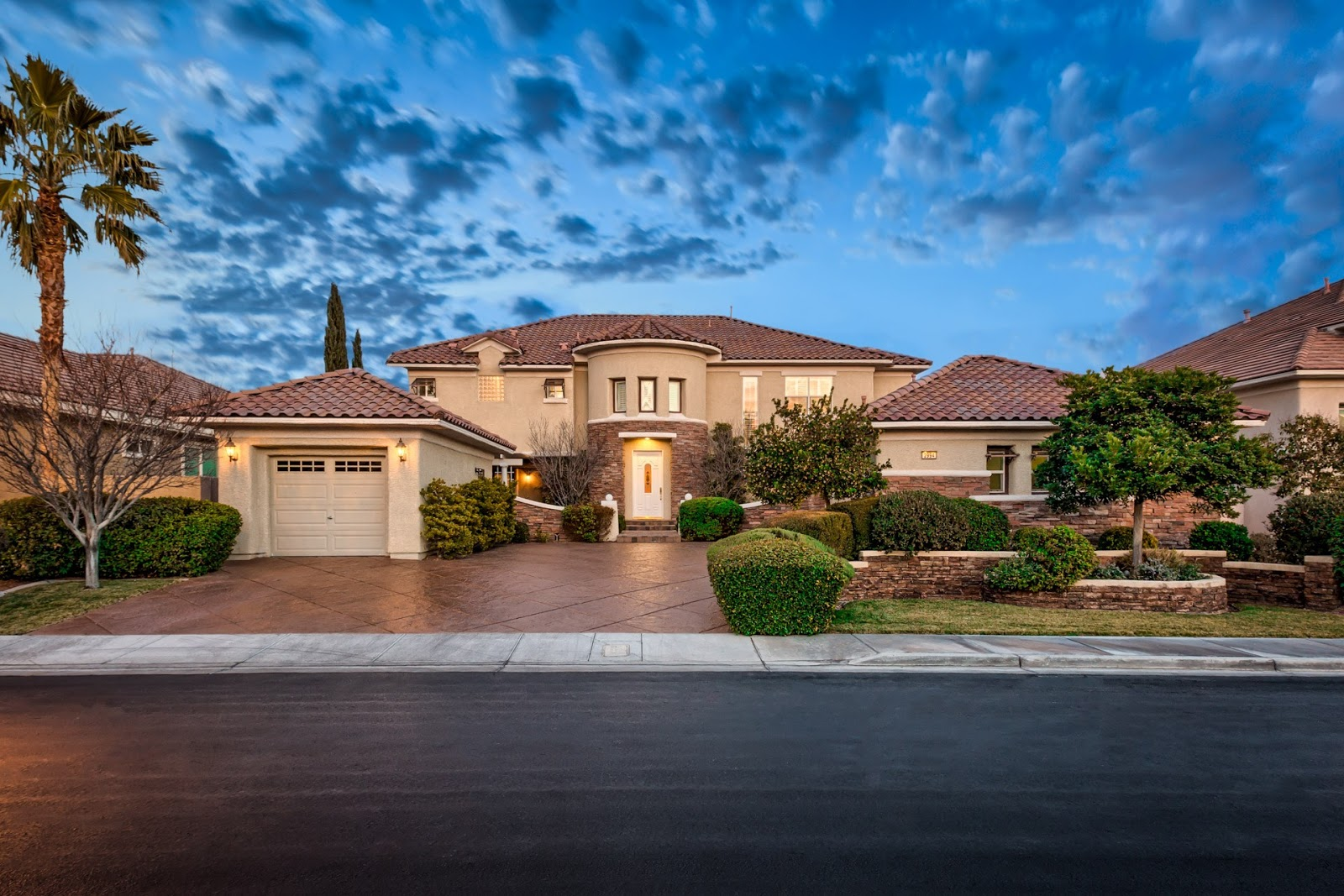 Beautiful hlaomes for sale las vegas nevada by robert for Homes up for auction