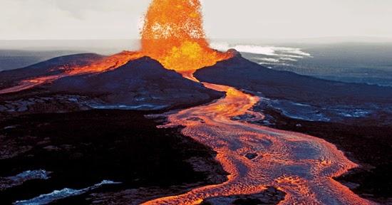 ဟာ၀ိုင္အီ Kilauea မီးေတာင္ထြက္ေခ်ာ္ရည္ေတြက ျမစ္တစ္စင္းသဖြယ္ျဖစ္သြားခဲ့