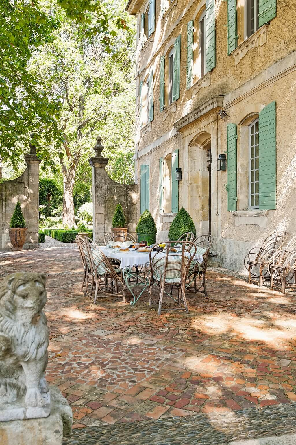 Decor travel the french chateau mireille st r my de for Maison de provence decoration