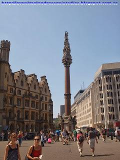 Estatua frente a la abadía de Westminster