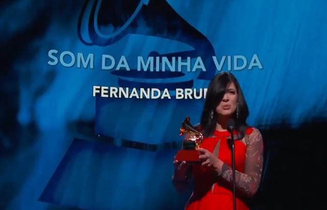 Cantora Fernanda Brum conquista o Latin GRAMMY 2018