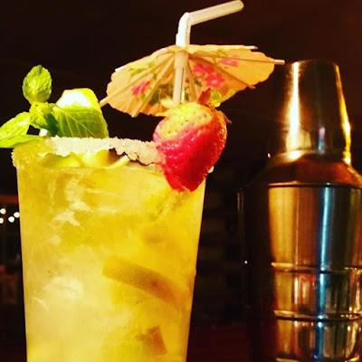 Foto cocktail y coctelera