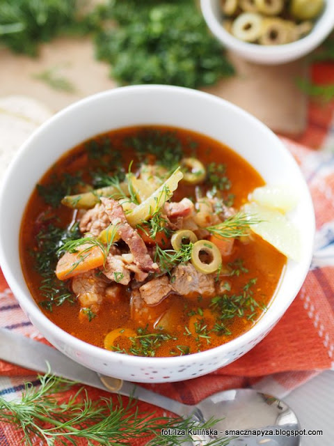 solianka, soljanka, zupa rosyjska, kuchnie swiata, kuchnia wschodnia, zupa miesna, zupa z charakterem, co to jest solanka, jak zrobic solanke