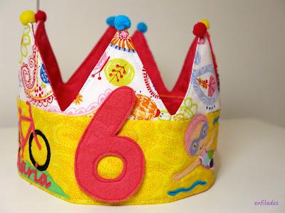 Corona d'aniversari feta a mà per encàrrec Enfilades.cat