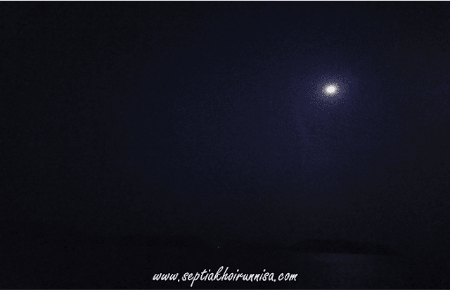 Pemandangan Indah saat malam di atas kapal ASDP Indonesia Ferry