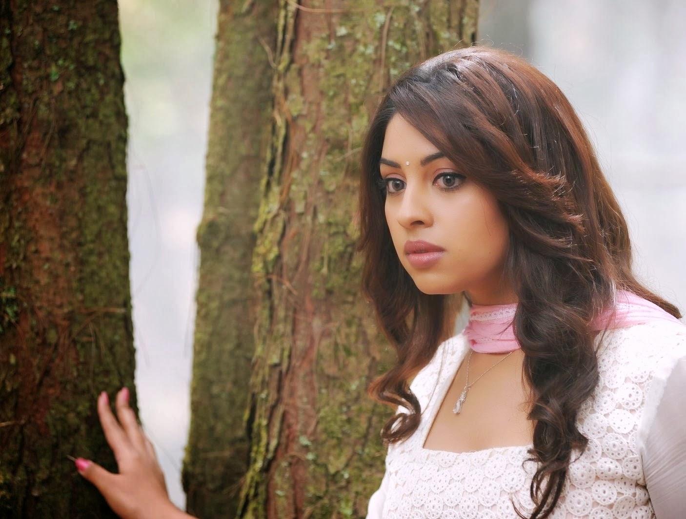 Richa Gangopadhyay Cute White Chudidhar Pics