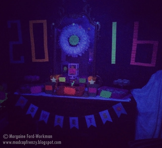 Glow in the New Year 2016 post-it wall with sweets table