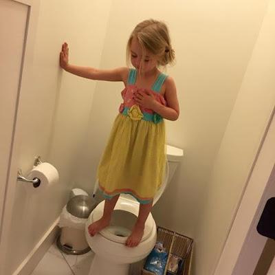 فتاة في عمر ال 13 عاما يوميا تتأخر في الحمام وقامت الام بوضع كاميرات مراقبه في الحمام وشاهدت الصدمه