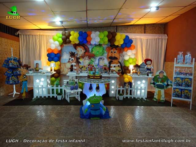 Decoração de aniversário tema Toy Story - Festa infantil - Mesa temática decorada em Jacarepaguá - RJ
