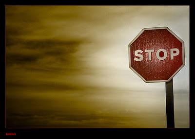 """Đừng """"học"""" thêm những việc phải làm, mà trước hết là dừng làm những thói quen, dừng những suy nghĩ không tốt đang cản trở bạn và cái gọi là hạnh phúc"""