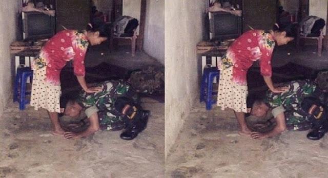 Sujud Dan Cium Kaki Ibu Tentara Ini Bikin Netizen Nangis