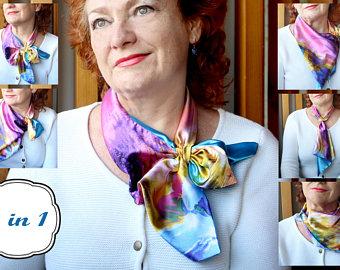 Женщина среднего возраста в шейном платке