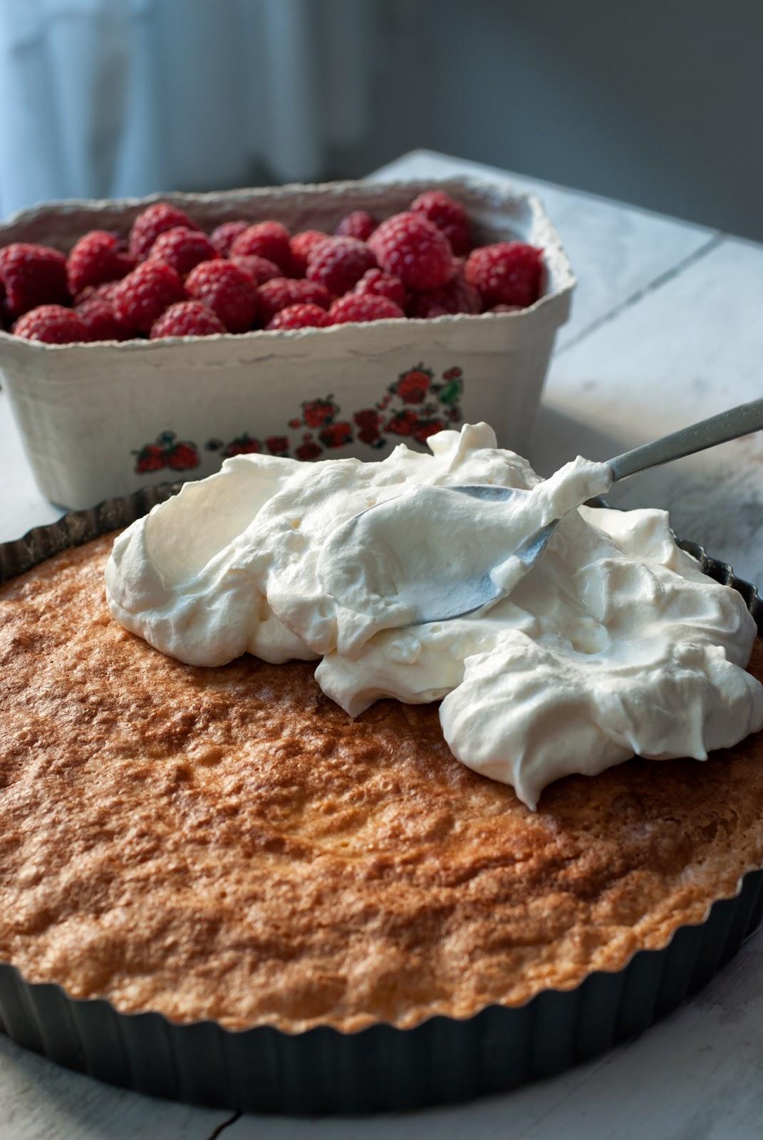 Bezglutenowe ciasto cytrynowe z bitą śmietaną