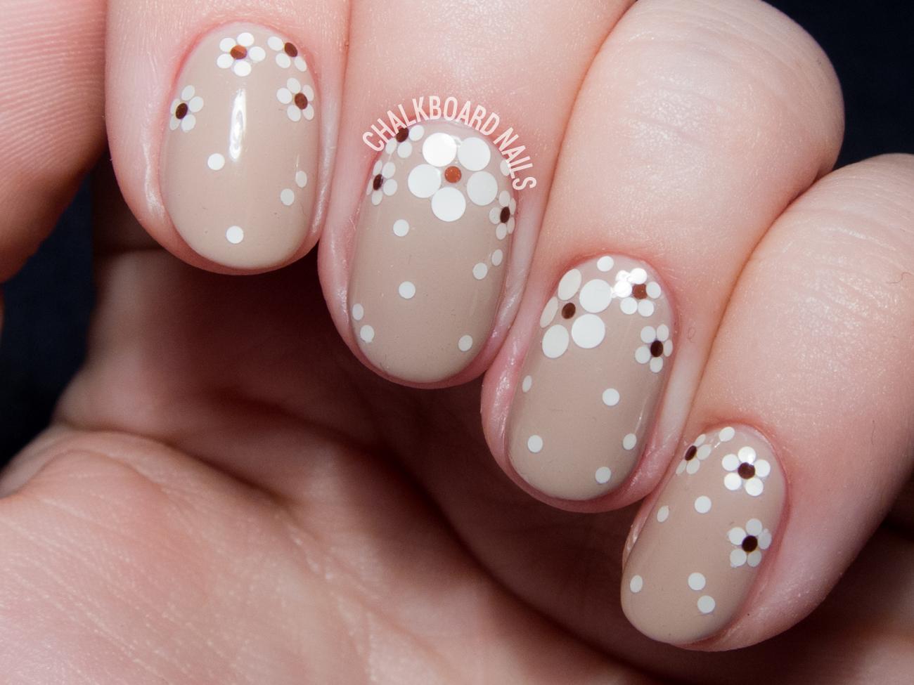 Glitter floral nails @chalkboardnails